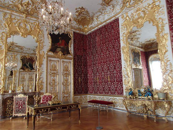家具も宝物?絢爛豪華な部屋がズラリ!