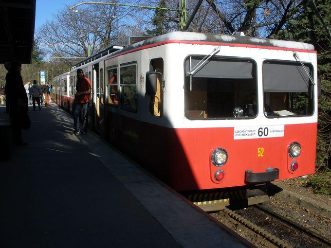 市内を走るトラムや登山電車から「子ども鉄道」に乗り換えて