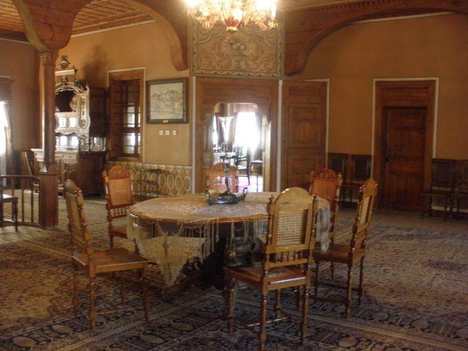 ギャラリーとしての「パラバノフの家」は、2階を見落とさないで!