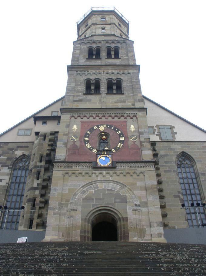 広場から見上げる町のシンボル「聖ミヒャエル教会」