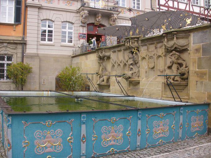 18世紀の市庁舎が面するマルクト広場は催し物が