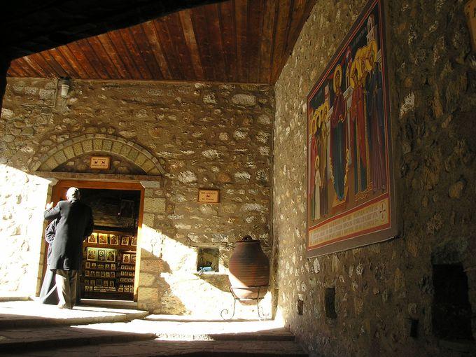 カランバカ周辺の絶景!「アギオス・ステファノス修道院」