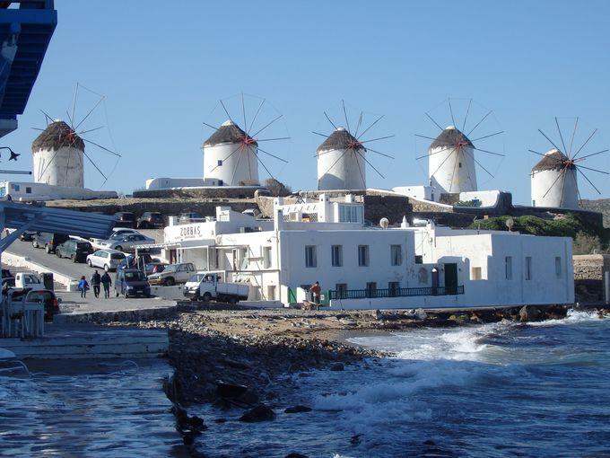 4.ミコノスの青と白の町並みと風車(ミコノス島)