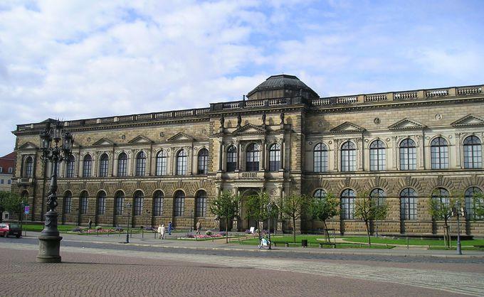 ザクセン王国名残の「ツヴィンガー宮殿」