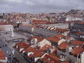 赤い屋根瓦が埋め尽くす街!首都リスボンの旧市街は見所満載