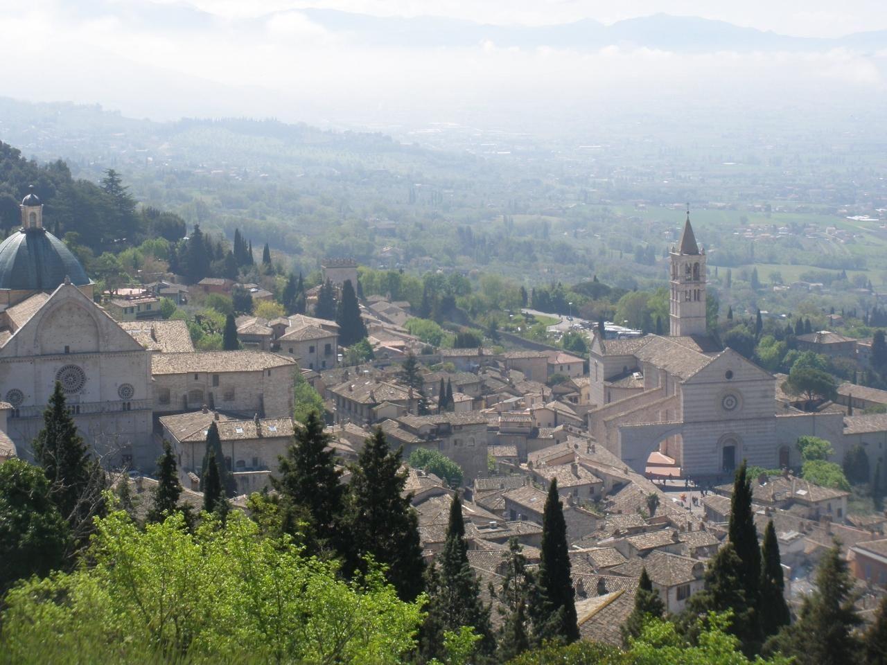 イタリアの世界遺産「アッシジ」大聖堂だけじゃない石造りの中世の町