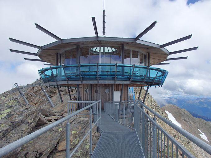 さらに迫力のある氷河の眺めはホッホグルグルの展望台
