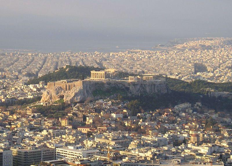 アテネ市街を見渡す古代遺跡「アクロポリス」世界遺産のパルテノン神殿は必見!