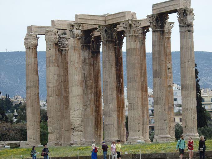 アクロポリスの東側麓に聳えるゼウス神殿