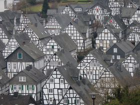 ドイツ「フロイデンベルク」モノトーンで統一された町並みとクリスマス