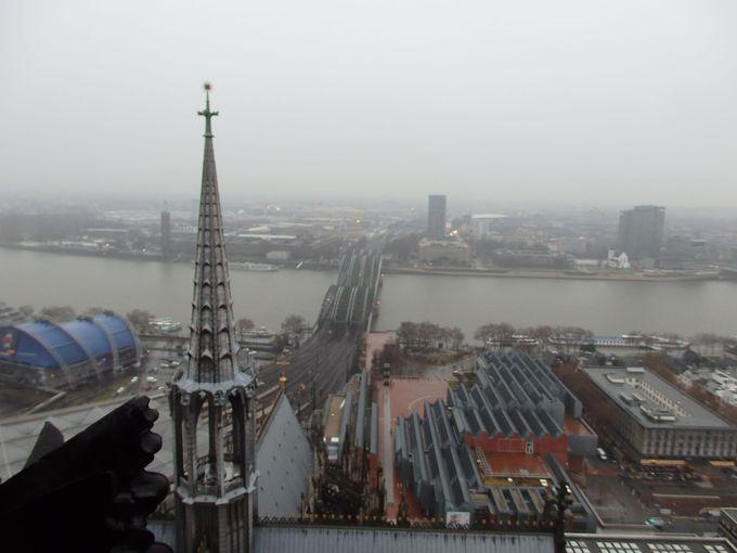 塔の最上階から一望する風景も楽しもう!