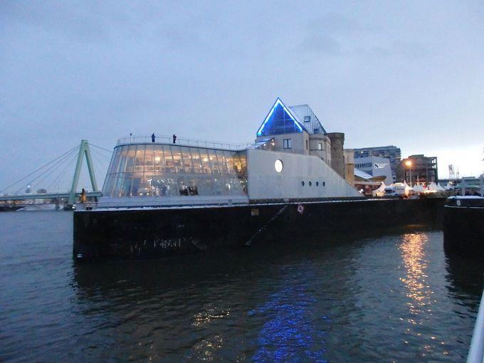 ライン川に浮かぶ船形の建物が、チョコレート博物館!