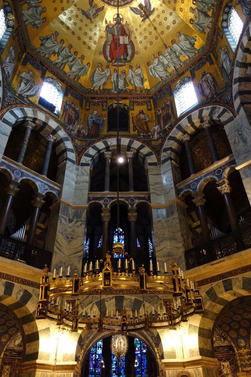 世界遺産の大聖堂は圧倒されるほどの美しさ