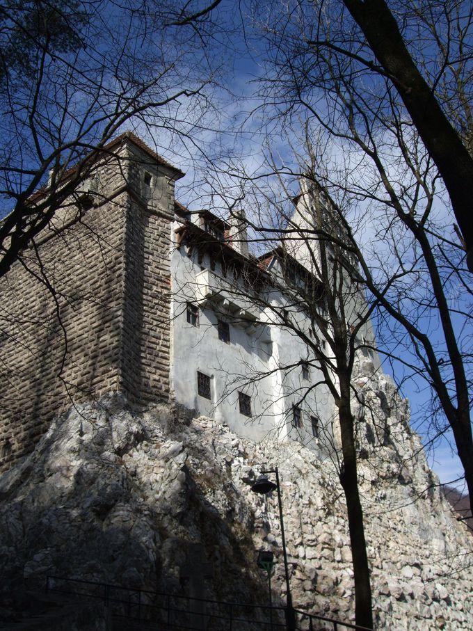 岩山に聳えるブラン城