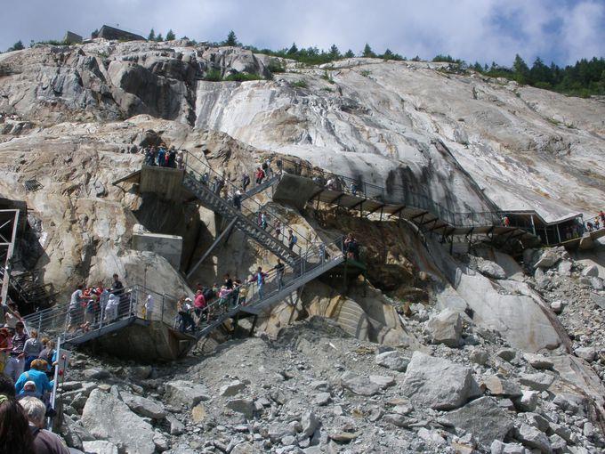 氷河内「氷の洞窟」探検