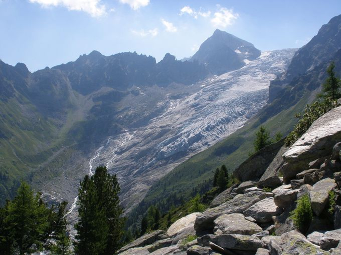 レ・グラン小屋を見下ろしながら見る二つの氷河