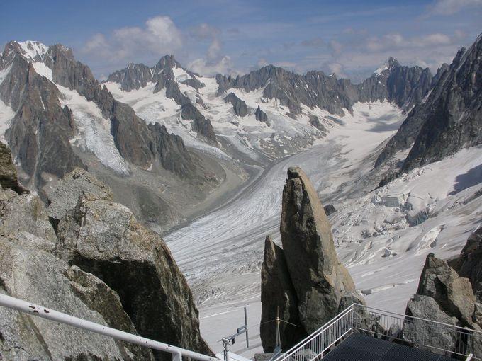 雄大な流れのアルジェンティエール氷河