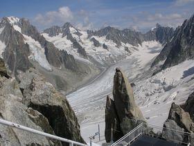 シャモニーからグラン・モンテ展望台へ!アルジェンティエール氷河と山並みの絶景を独り占め