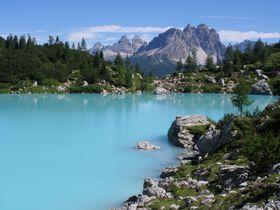 北伊・黄金の盆地から神秘の湖「ソラピス湖」へ!コルチナ近郊でハイキング