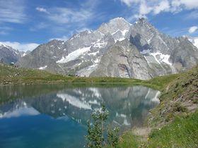 まるで鏡のよう!北イタリア・シェクルイ湖畔で逆さモンブラン