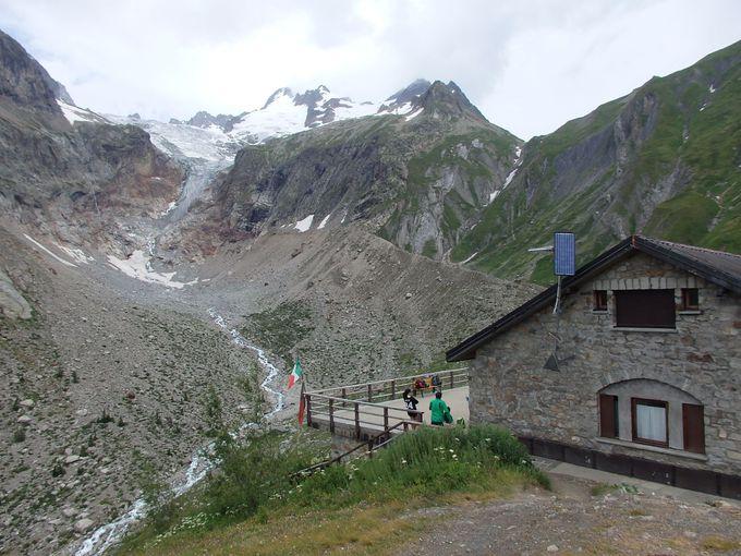 エレナ小屋からスイス国境のフェレ峠へ