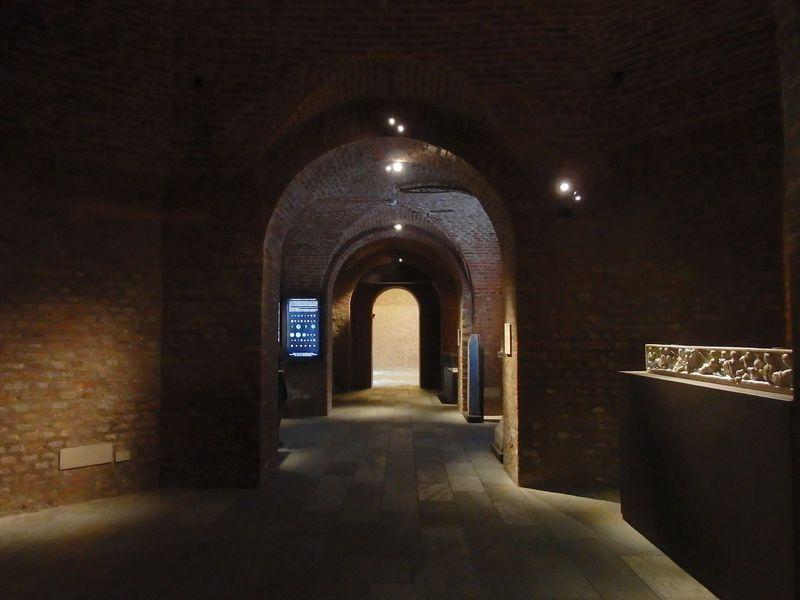 発掘品の展示も数多い考古学博物館