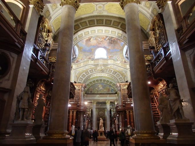世界一美しい図書館「プルンクザール」