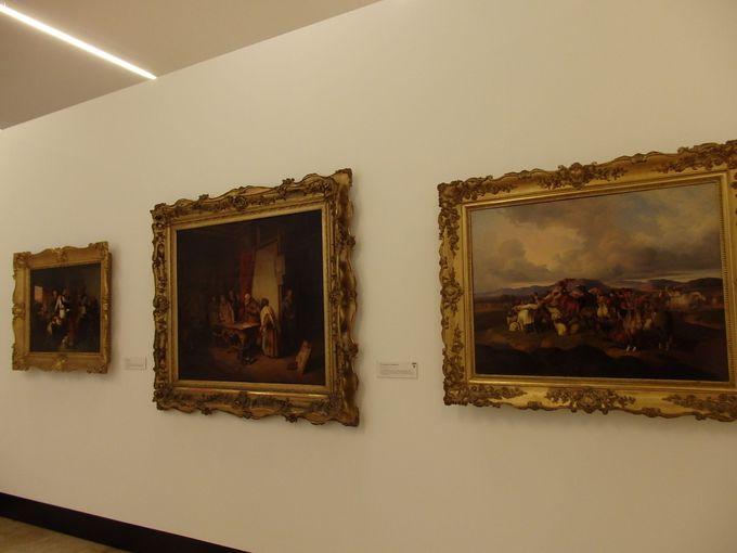 発掘品や絵画、工芸品の数々