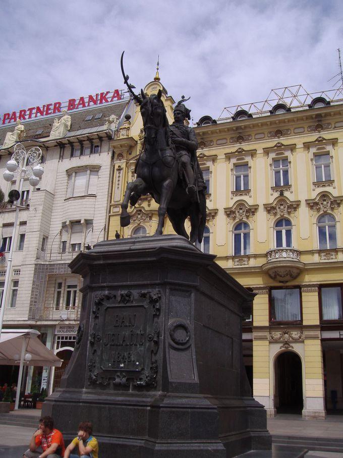 旧市街入り口のイェラチッチ広場