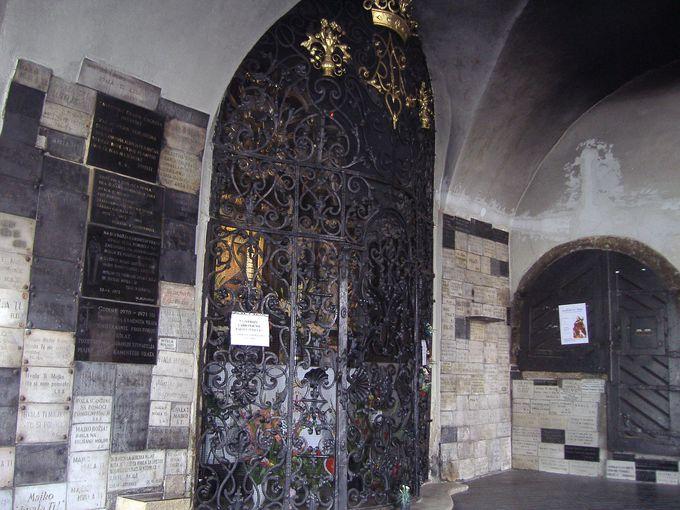 7.石の門