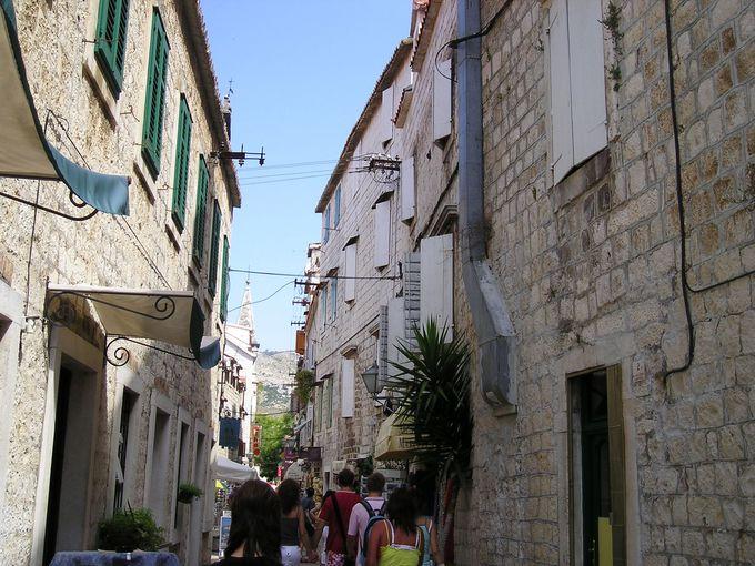石造りの歴史ある旧市街へ