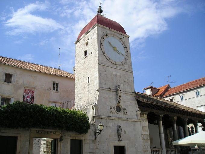 観光の中心イヴァン・パヴァオ・ドゥルギ広場