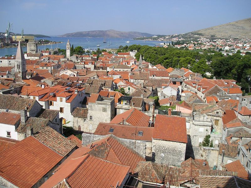 クロアチア世界遺産トロギールのシンボル「聖ロヴロ大聖堂」