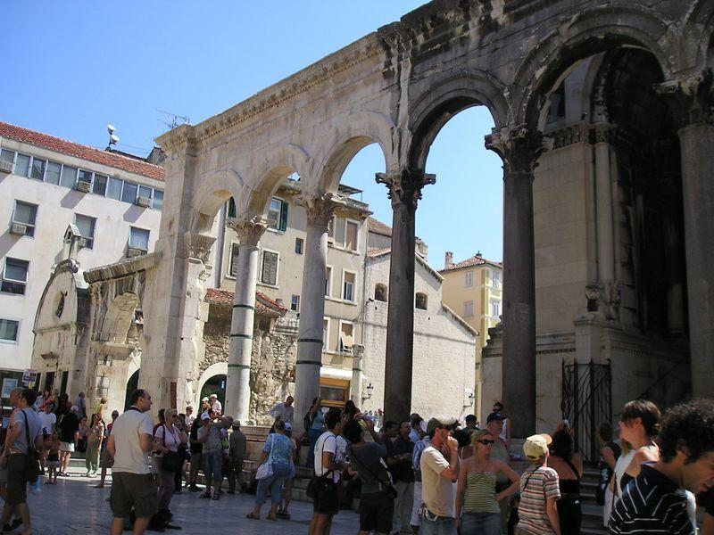 最大の見所「ディオクレティアヌス宮殿」