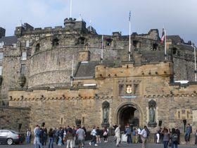 英・スコットランド「エディンバラ城」は世界遺産の街のシンボル