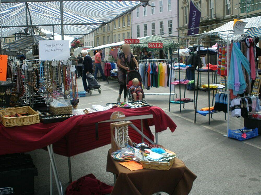 大聖堂前広場の市場