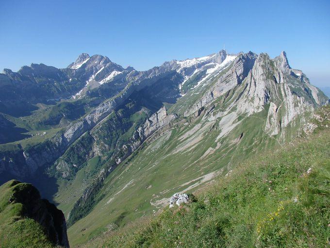シェフラーの山小屋から遥か下に見えるゼーアルプ湖へ