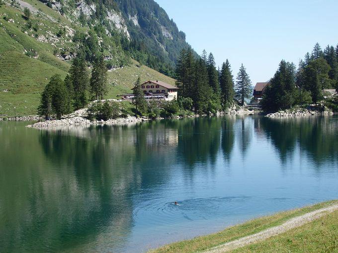湖畔一周ハイキング