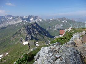 スイス・アローザでヴァイスホルンからヘルンリ小屋へのハイキング