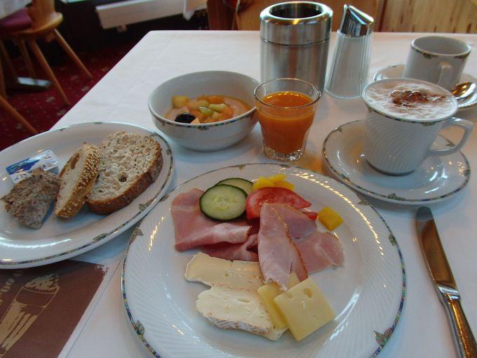 眺めの良いお部屋で美味しい朝食