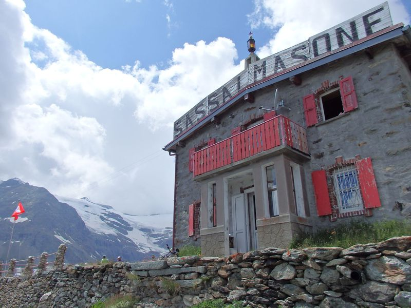 絶景!スイス・ベルニナ急行沿線「サッサル・マソン」へハイキング