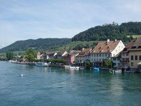 ライン河畔のスイス「シュタイン・アム・ライン」壁絵と木組みが見事!