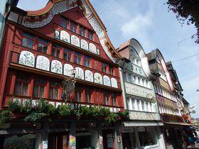 スイスの田園風景真っただ中「アッペンツェル」の可愛い家並み