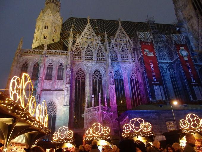 シュテファン寺院前のクリスマスマーケット