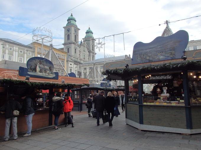 ハウプト広場でのクリスマスマーケット