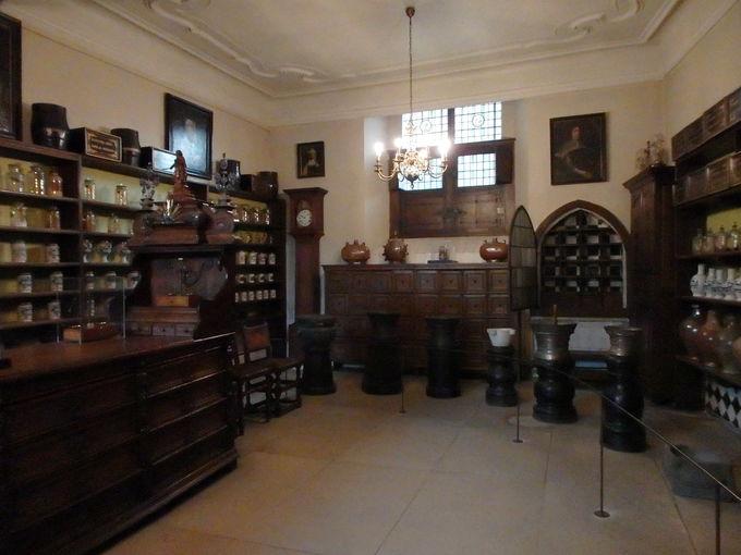 メムリンク美術館と修道院内の薬局