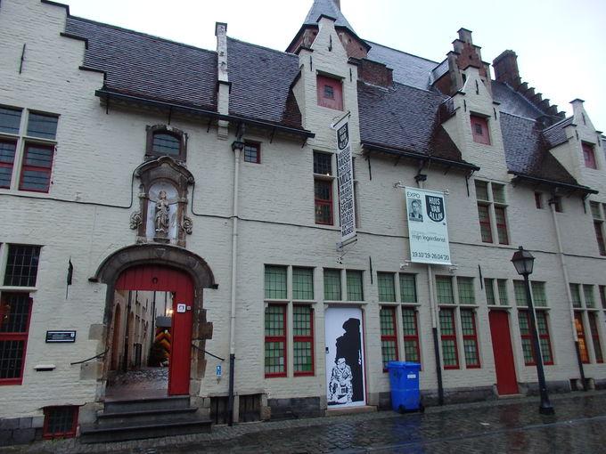 元施療院だった建物に入る民俗博物館