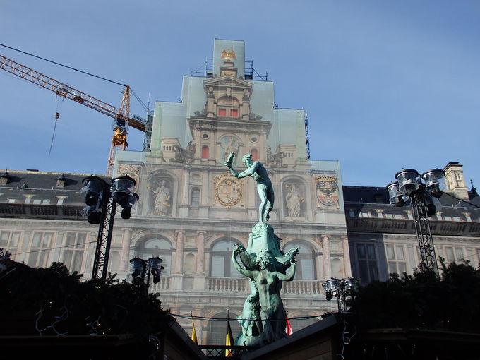伝説の由来の像があるグローテマルクト