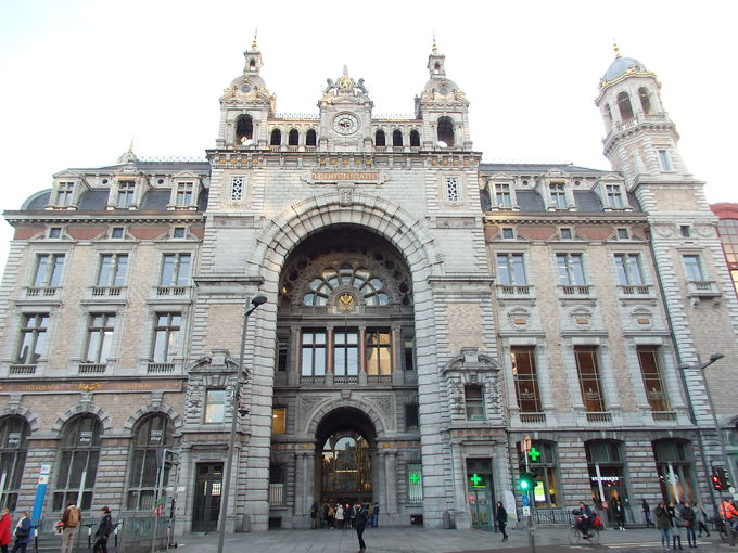 玄関口となる「アントワープ中央駅」