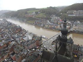 ベルギーの断崖絶壁下に広がる田舎町「ディナン」おすすめスポット